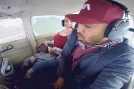 '¿Acepto o quieres que te ayude con…?' El dilema de esta novia cuando le proponen matrimonio… ¡En una avioneta!