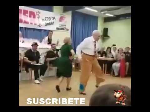 PAREJA-DE-VIEJITOS-BAILANDO-INCREIBLE-2017