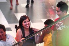 Fernando, el peruano que paralizó un centro comercial para pedir la mano de su novia. ¡Aún quedan románticos en el mundo!