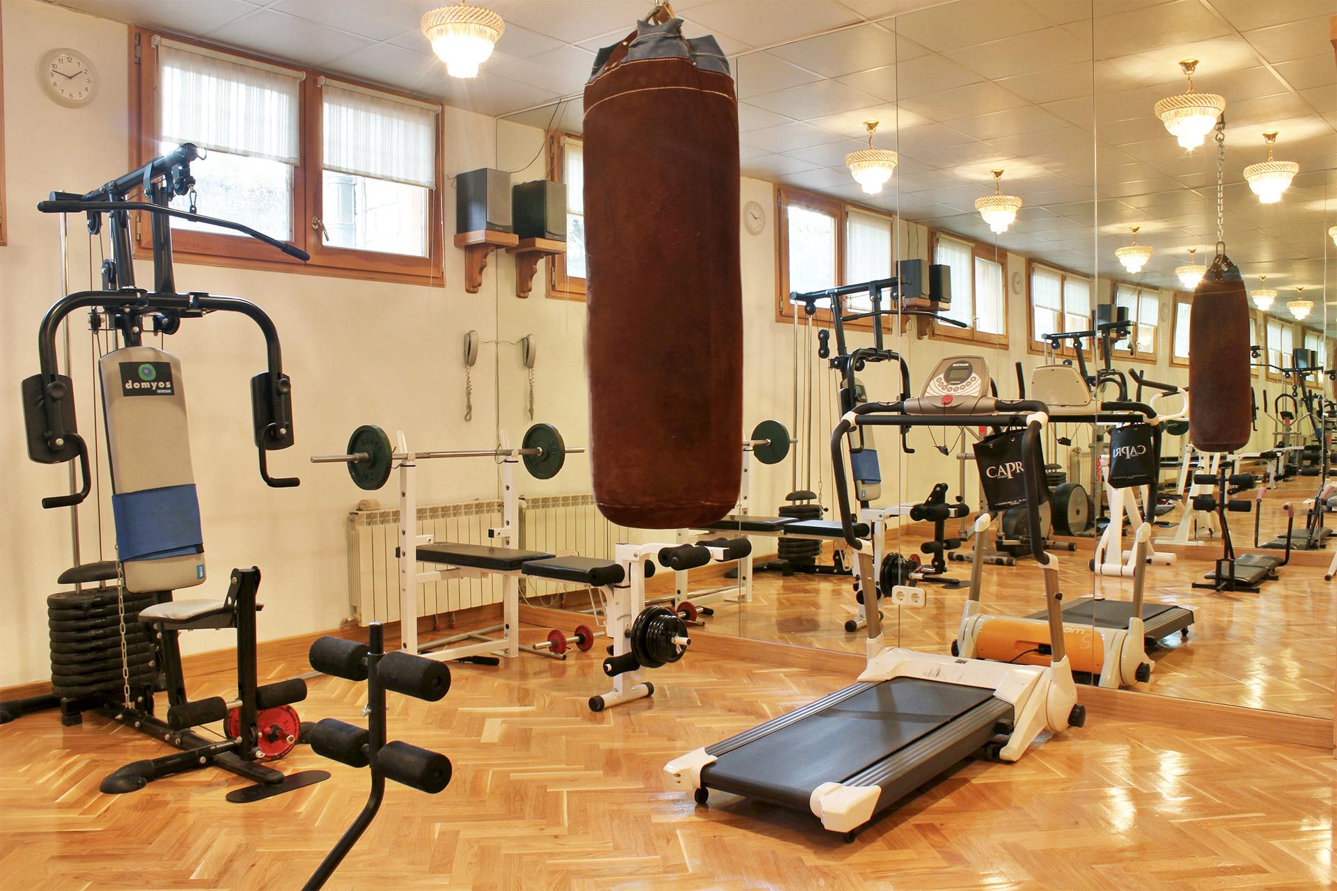 Te gusta el ejercicio haz un gimnasio en casa - Casa con gimnasio ...