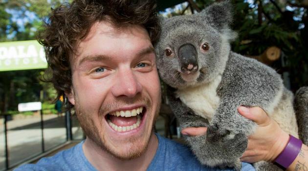 Este joven es el 'rey de las selfies' con animales, ¡quedarás enamorado!