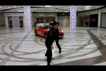 ¡No es una película! Las imágenes de este Ferrari en un centro comercia de Moscú… ¡Son reales!