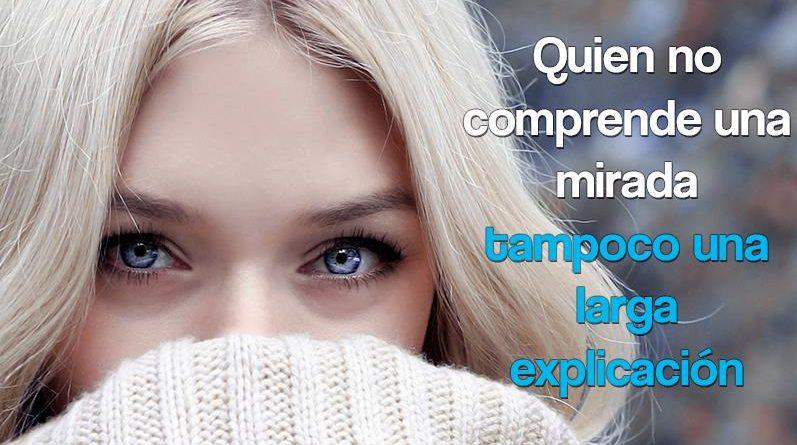 Mujer de ojos azules