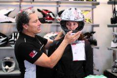 ¿Estrenando moto? Todo lo que debes saber para elegir el mejor casco. ¡No solo debe lucirte bien!