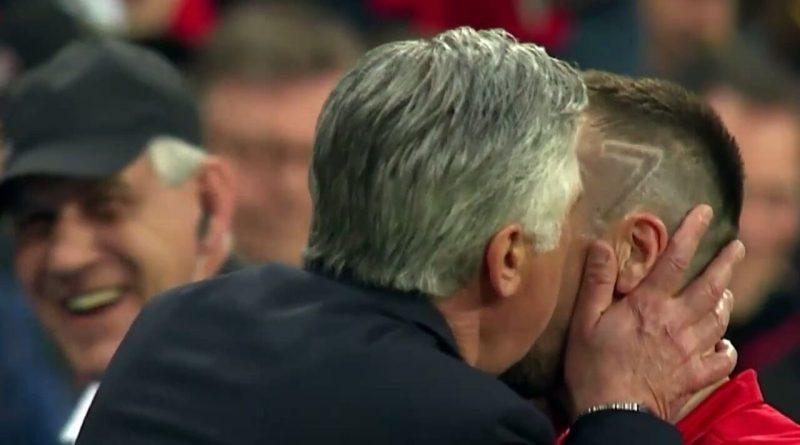 El-beso-entre-Ancelotti-y-Ribery