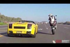 Este joven desafío con su moto al conductor de un Lamborghini. ¡Te sorprenderá la maniobra que hizo!
