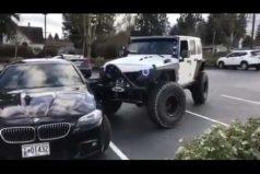 ¿Dejas mal parqueado tu carro? Podrías encontrarte con conductores como este… ¡Lección aprendida!