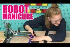 Esto es lo que pasa cuando pones a una máquina a hacer tu trabajo. ¿Un robot para la manicura? ¿En serio?
