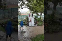 ¡Flashback a tu infancia! El video que te recordará lo divertido que es ser niño… ¡Cuando llueve sin parar!