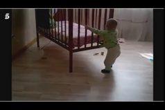 ¿Es este el bebé más fuerte del mundo? Mira cómo mueve una cuna él solito. ¿Comerá papilla de espinacas?