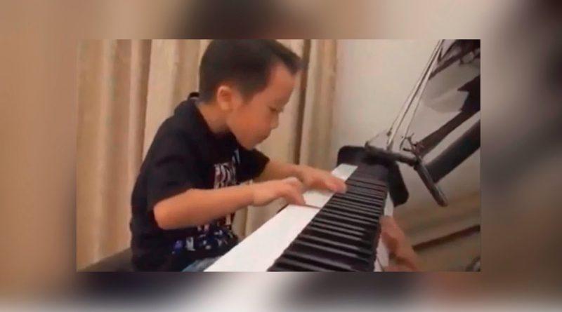 El-pianista-de-4-años-que-te-dejará-con-la-boca-abierta-¡impresionante