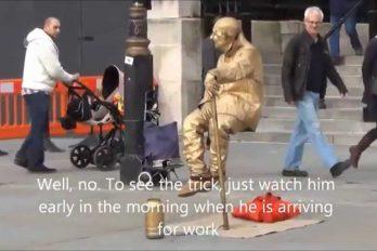 ¿Has visto las estatuas humanas que levitan? Te revelamos el truco de estos artistas callejeros