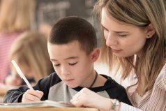 Los niños requieren que se les preste atención en sus actividades escolares