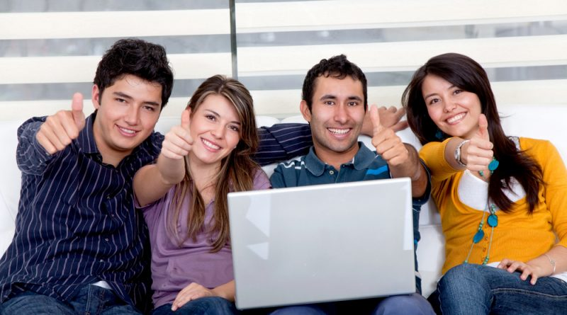 Estudiantes trabajadores jóvenes oficina