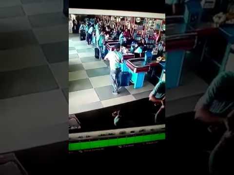 Chile-Hombre-domina-pelota-lata-en-Supermercado