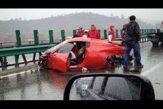 ¿Dónde aprendieron a conducir? No creerás lo que hacen estos conductores. ¡Uno hasta parqueó en el techo de una casa!