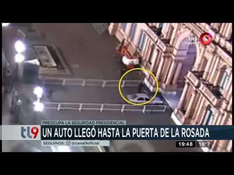 Un-auto-llegó-hasta-la-puerta-de-la-Casa-Rosada