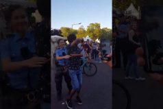 ¡Vaya sabor! La policía alemana que encantó a todos bailando salsa en el Carnaval de las Culturas del Mundo