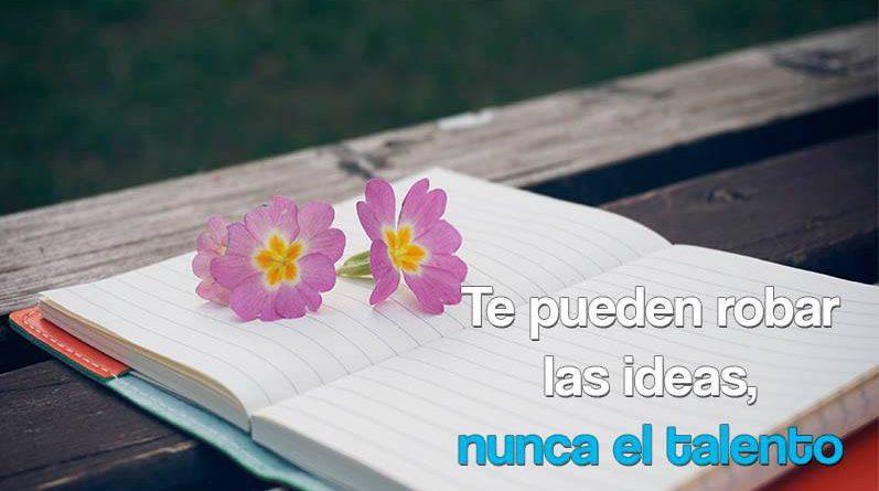 Cuaderno de notas con flores