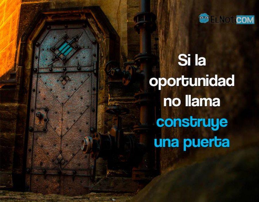 Si la oportunidad no llama, construye una puerta