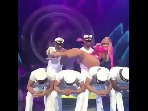 Coreografía-de-Mariah-Carey-se-viralizó-por-su-flojera-al-bailar-VIRAL