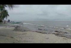 ¡Angustiados! El mar Caribe se desbordó en Magdalena y causó gran angustia en varias poblaciones