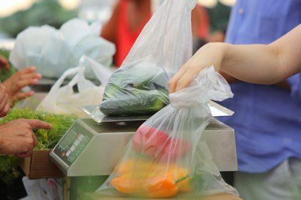 Estas bolsas de yuca son una excelente alternativa para no dañar el medio ambiente