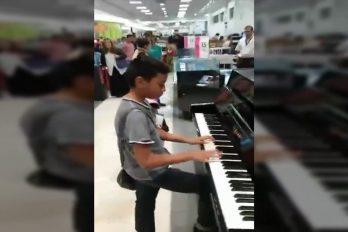 ¡Qué talento! Este niño sorprendió a todos tocando el piano en una de las tienda Liverpool de México. ¡Lo hace ver tan fácil!