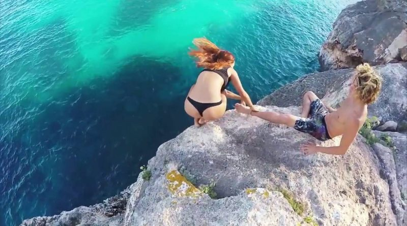 Life-of-Dream-goes-horribly-wrong-guy-reaction-to-girl-falling-of-the-cliff