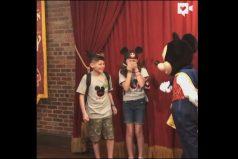 ¡Qué conmovedor! Dos pequeños huérfanos recibieron la noticia de qué serían adoptados… ¡Durante un paseo por Disney!