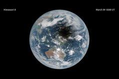 Así se ve la sombra de la luna en la Tierra durante un eclipse de sol. ¡Impresionantemente bello!
