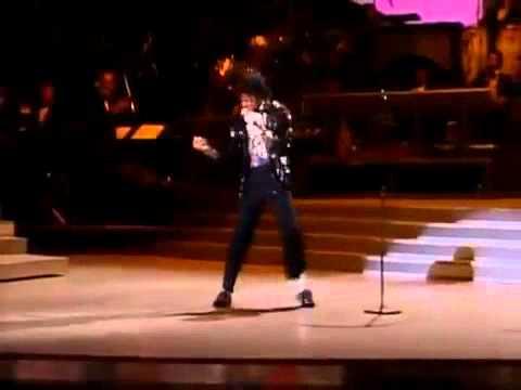 Moonwalk-Michael-Jackson-Billie-Jean-El-Primer-Moonwalk-EN-VIVO-MOWTOWN-1983-HD-IMPERDIBLE