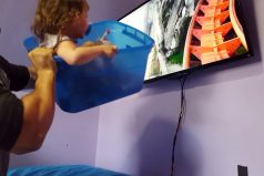 ¡Qué gran padre! Ingeniosa manera en la que 'llevó' a su hija a un parque de diversiones… ¡Y ella sí que lo disfrutó!