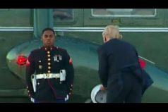 Hasta el viento está en contra de Trump: intentó ayudar a un marine con su sombrero… ¡Pero esto fue lo que resultó!