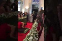 ¡Nooo! Dos años planeando la boda perfecta y preciso esta inoportuna invitada… ¡Arruina la entrada de la novia!