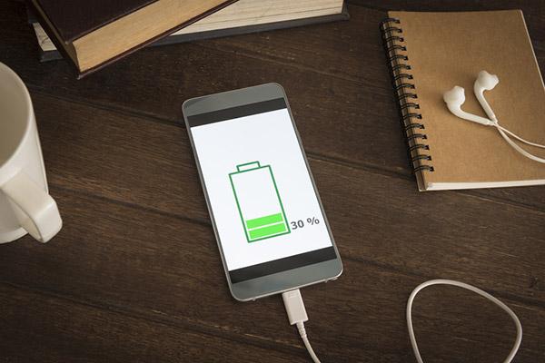 ¡Por fin! un teléfono móvil que no necesita batería