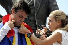 Esta es la primera fotografía de Leopoldo López con sus hijos, ¡like si apoyas al pueblo venezolano!