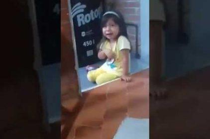 ¿De dónde sacan los niños tanto argumento? La pequeña que llora como toda una actriz de telenovela
