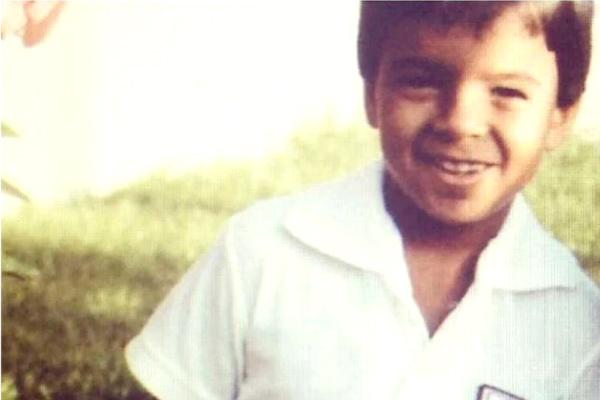 Luis Fonsi irreconocible en fotos antes de ser famoso ¿Será el mismo? 2