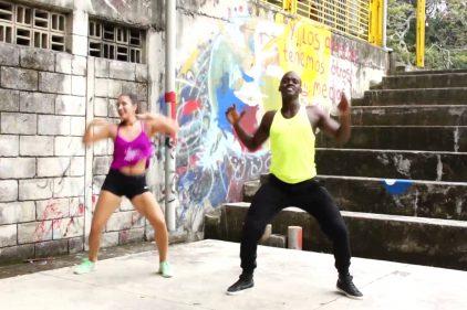 ¿Quieres aprender a bailar y convertirte en el alma de la fiesta? ¡Aprovecha el swing de este 'profe'!