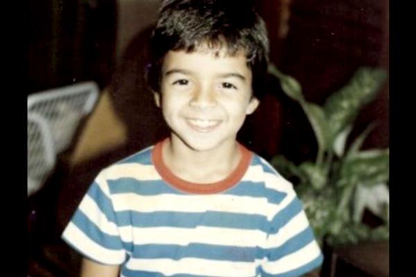 Luis Fonsi irreconocible en fotos antes de ser famoso ¿Será el mismo? 3