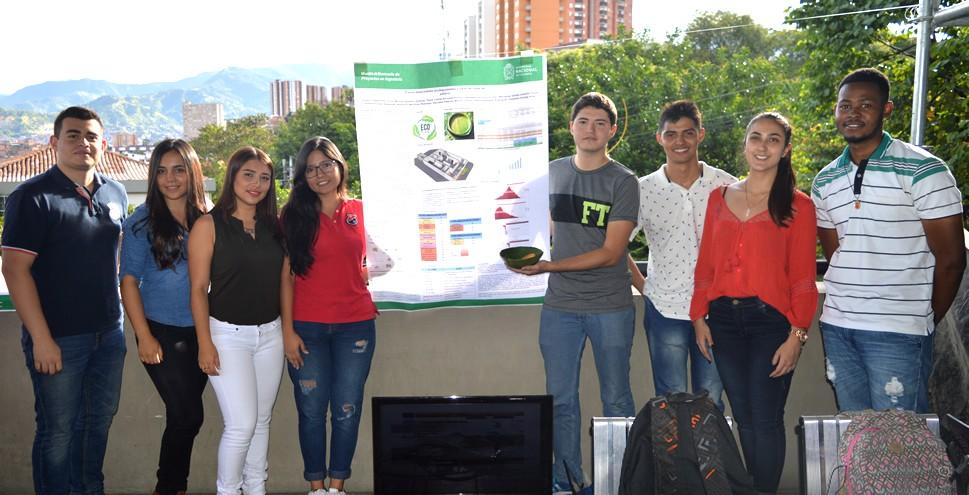 Adiós a los platos plásticos, en Colombia los fabrican con hojas de plátano