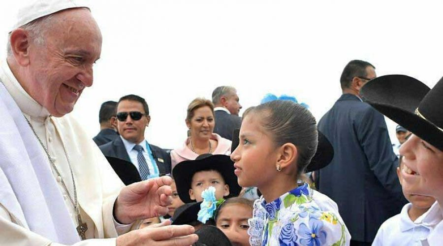 El Papa recibió un regalo fuera de lo común en su llegada a Villavicencio