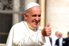 Papa Francisco supera dos récords en Colombia