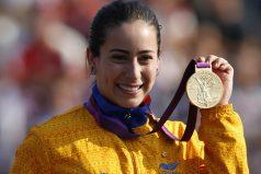 Mariana Pajón esta celebrando por lo alto, ¡GRAN deportista!