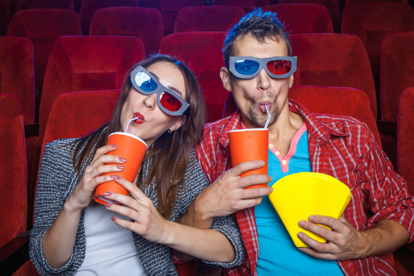 Invita a tu pareja o amigos a cine