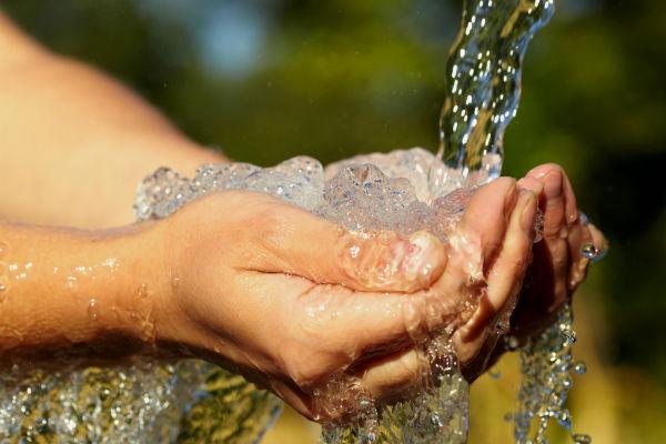 Agua, uno de los servicios más costosos
