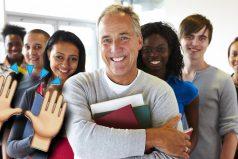 Este profesor se retiró y se llevó una GRAN sorpresa, ¡aún queda gente buena!