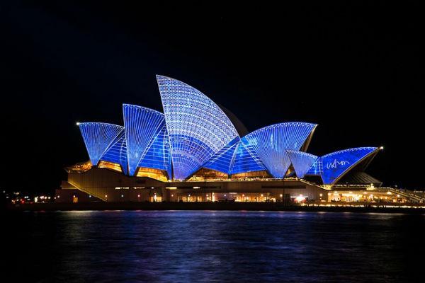 Australia,125.000 dólares equivalentes a 359.742.500