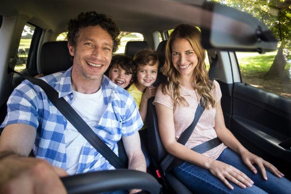 familia-carro-paseo